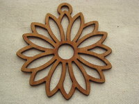 Wooden pendant, large, daisy, 1 pcs