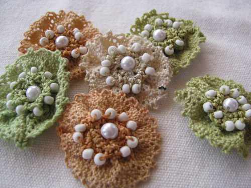 Lace flowers, olive-orange, 6 pcs