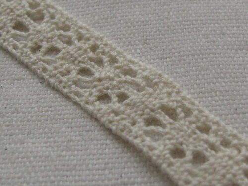 Lace, 12mm wide, natural white, 3m