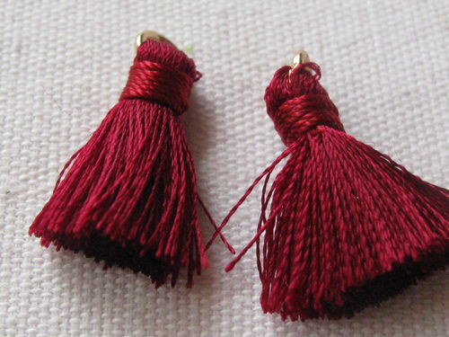 Tassel, thick mini, 20mm with ring, dark red, 2 pcs