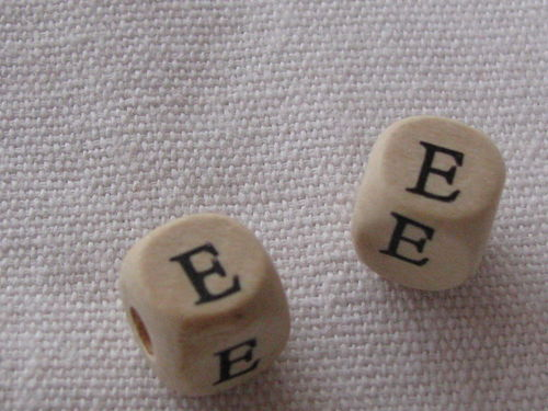 Wooden bead, cube 9x9mm, E letter, 1 pcs