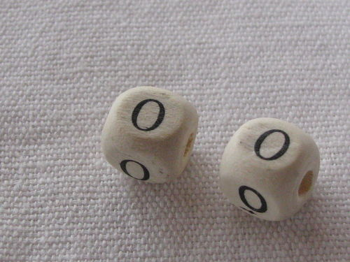 Wooden bead, cube 9x9mm, O letter, 1 pcs