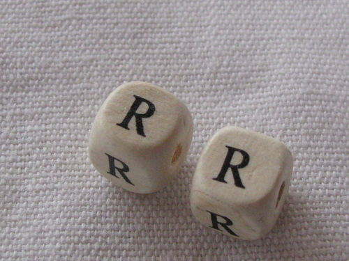 Wooden bead, cube 9x9mm, R letter, 1 pcs
